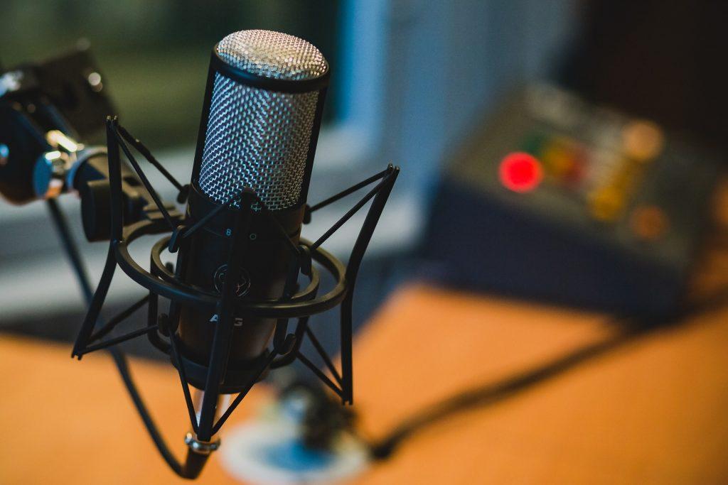 Mikrofon auf Tisch